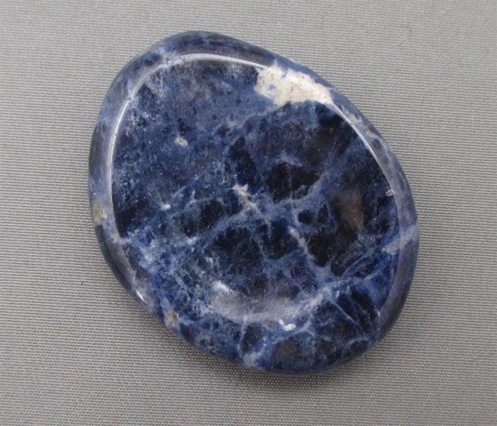 Свойства камня содалит и особенности применения его в медицине